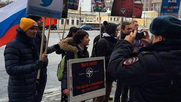 Фото: http://ren.tv/novosti/2014-12-28/vozle-posolstva-ssha-v-moskve-prohodit-piket-protiv-proizvola-v-twitter