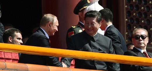 Президент РФ Владимир Путин и председатель КНР Си Цзиньпин во время парада  Фото: © Wang Zhao/Pool Photo via AP