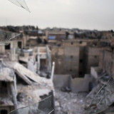 Руины города Алеппо, вид из разбитого окна, Сирия. Фото: © AP Photo, Manu Brabo
